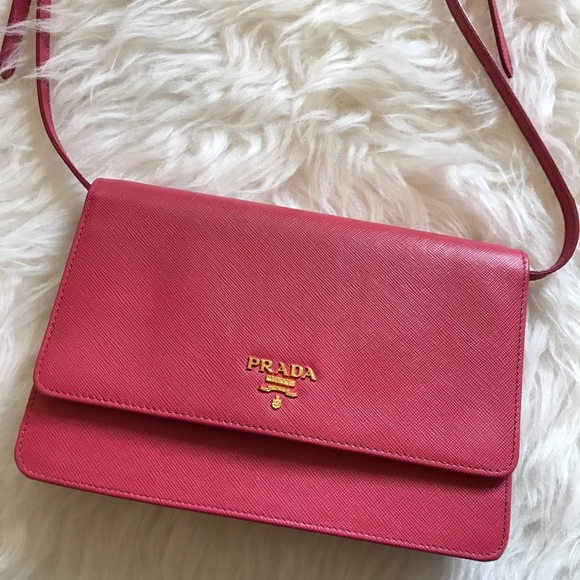 818b1a2798de81 Prada Saffiano Wallet On Chain Pink Cross Body Bag.  M_5ae522e8a6e3eaa37220d24e